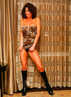 Эротические и откровенные фото гламурной женщины - фото #3