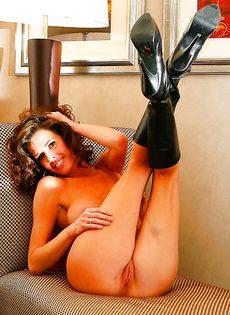 Эротические и откровенные фото гламурной женщины - фото #9