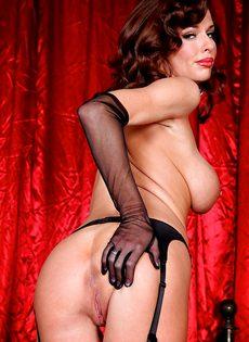 Женщине хочется продемонстрировать анальное отверстие - фото #10