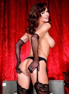 Женщине хочется продемонстрировать анальное отверстие - фото #12