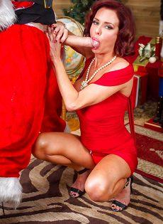 Рыжая женщина обожает парней с огромными членами - фото #2