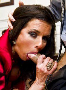 Темпераментный мужчина оприходовал любовницу в черных чулках - фото #3