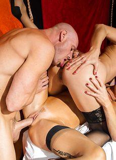 Лысому пареньку пришлось постараться во время ебли с женщинами - фото #15