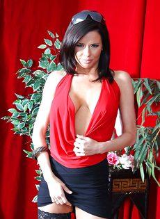 Бабенка Вероника Авлув хочет довести себя до яркого оргазма - фото #1
