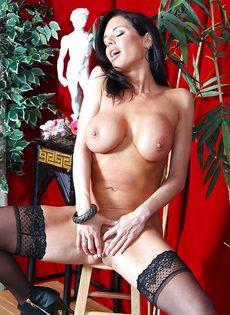 Бабенка Вероника Авлув хочет довести себя до яркого оргазма - фото #16