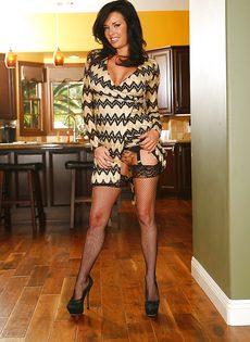 Горячая анальная дырочка изумительной женщины в чулках - фото #2