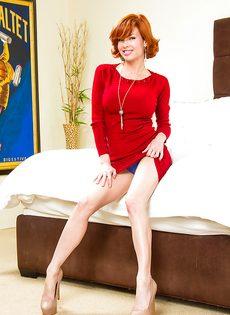 Стройная рыжая бестия продемонстрировала прекрасное тело - фото #1