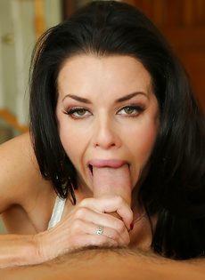 Сексуальная дама Veronica Avluv радует парня глубокой глоткой - фото #2