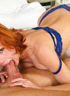 Рыжая женщина качественно полирует крепкий пенис - фото #8