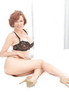 Горячие дырки привлекательной зрелой дамочки Вероники - фото #2