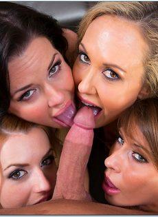 Одному пареньку нужно удовлетворить четверых красавиц - фото #3