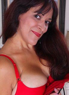 Женщина продемонстрировала не только натуральные дойки - фото #3