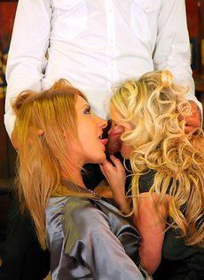 Пьяных девок легко развели на групповое половое сношение - фото #15