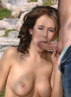 Секс под открытым небом подарил девушке удовольствие - фото #6