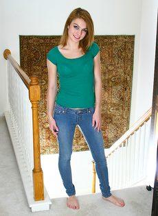 Симпатичная девушка возбудилась по полной программе - фото #1