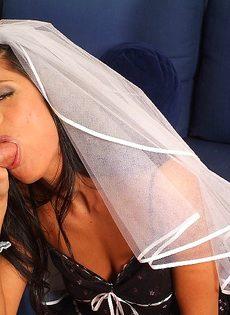 Лысый мужик развел на соитие прелестную телку Veronica Jane - фото #6