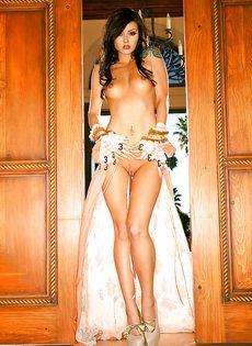 Фигуристая телка Veronica LaVery позирует для мужского журнала - фото #11