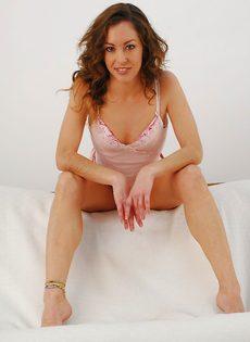 Veronica Hoyos уверенно снимает с себя абсолютно всю одежду - фото #4