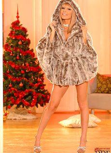 Красивое соло в исполнении женственной пышногрудой блондинки - фото #1