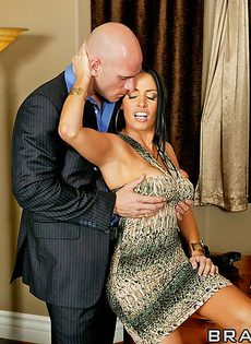 Джонни Синс занимается сексом с обворожительной женушкой - фото #11