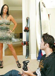 Лысый босс и сногсшибательная секретарша потрахались в офисе - фото #1