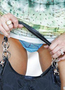 Анальная дырочка сексапильной сиськастой сучки крупным планом - фото #3