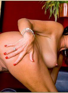 Горячие подружки в возрасте раскрутили пацана на страстный секс - фото #14