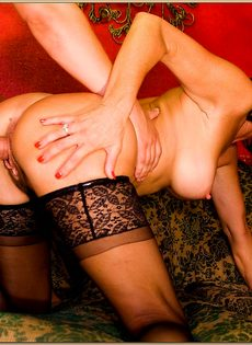 После горячего совокупления угощает женщину свежей спермой - фото #13
