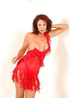 Эротические фотографии зрелой раскрепощенной тетки Vanessa Videl - фото #3