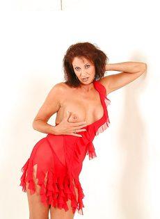 Эротические фотографии зрелой раскрепощенной тетки Vanessa Videl - фото #4