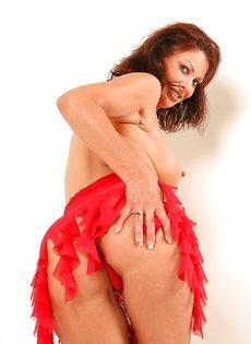 Эротические фотографии зрелой раскрепощенной тетки Vanessa Videl - фото #14