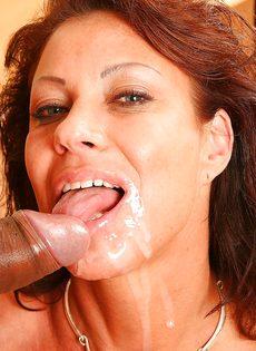 Трахнулась и насладилась спермой полового партнера - фото #16
