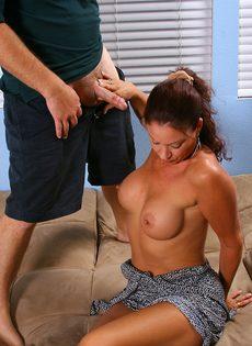После оральных ласк отодрал немолодую сучку в бритую киску - фото #3