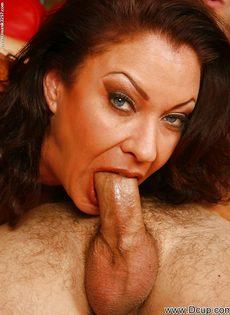 Перед половым актом отполировала пенис нового любовника - фото #2