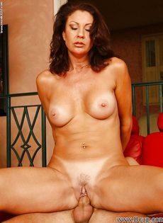Перед половым актом отполировала пенис нового любовника - фото #7