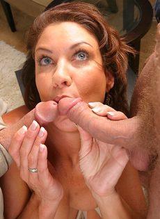 Крикливая женщина пробует двойное проникновение впервые в жизни - фото #5