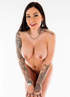 Фото сессия для мужского журнала умопомрачительной татуированной брюнетки - фото #10