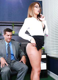 Горячий секс с изумительной девушкой в офисе - фото #2