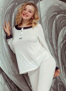 Женственная девушка хвастается большой натуральной грудью - фото #3