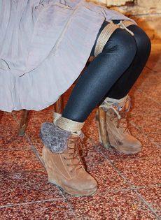 БДСМ для брюнетистой девицы с упругими сиськами - фото #3