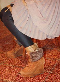 БДСМ для брюнетистой девицы с упругими сиськами - фото #7