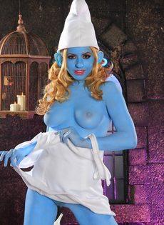 Порно звезда Lexi Belle пересмотрела Смурфиков - фото #7