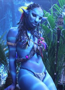 Качественный косплей от известной порно актрисы на Аватар - фото #3