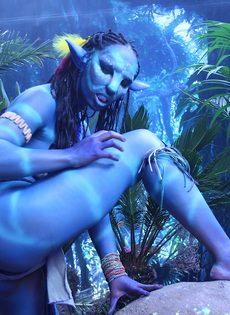 Качественный косплей от известной порно актрисы на Аватар - фото #4