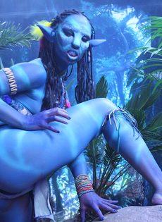 Качественный косплей от известной порно актрисы на Аватар - фото #5