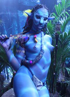Качественный косплей от известной порно актрисы на Аватар - фото #7