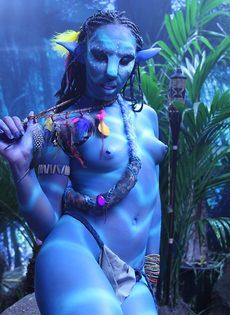 Качественный косплей от известной порно актрисы на Аватар - фото #9