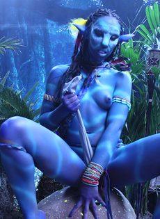 Качественный косплей от известной порно актрисы на Аватар - фото #12