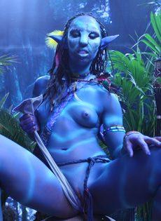 Качественный косплей от известной порно актрисы на Аватар - фото #14