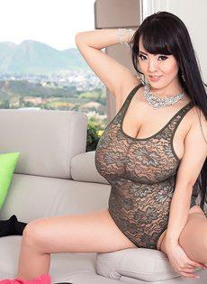 Большие обвисшие сиськи длинноногой азиатской красавицы - фото #8